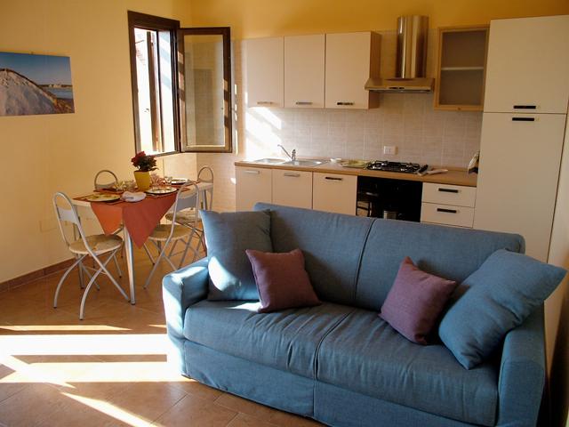 Divano per cucina moderna idee per il design della casa - Divano in cucina ...